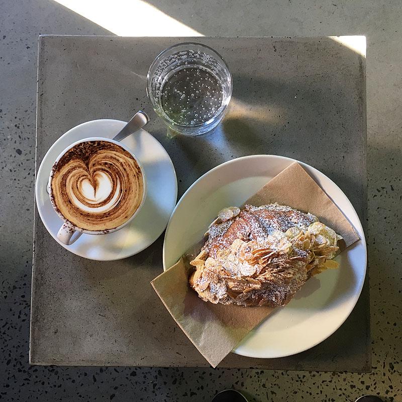 メルボルンのパン屋「Lune Croissanterie」