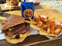 メルボルンのハンバーガー屋「Cafe 51」