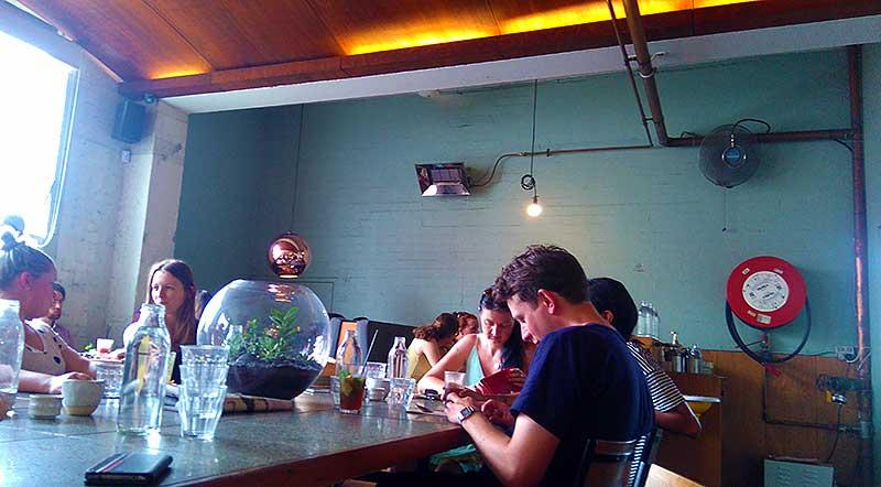 メルボルンのカフェ「WIDE OPEN ROAD」