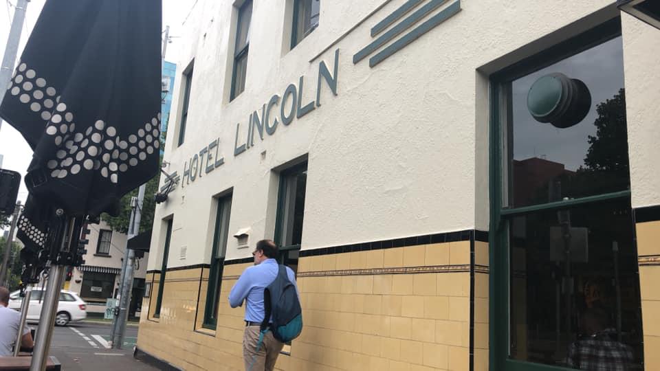 一度は入ってみたいカールトンの老舗パブ「The Lincoln」
